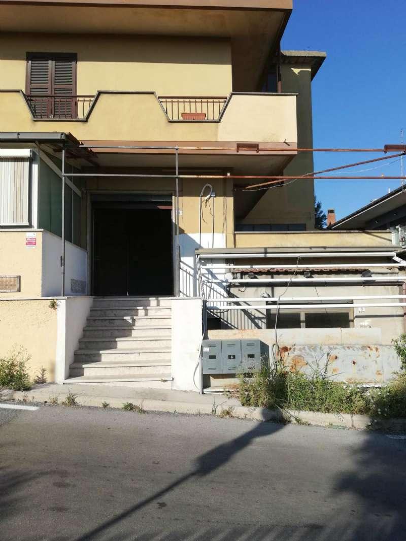 Negozio / Locale in affitto a Albano Laziale, 1 locali, prezzo € 400 | CambioCasa.it