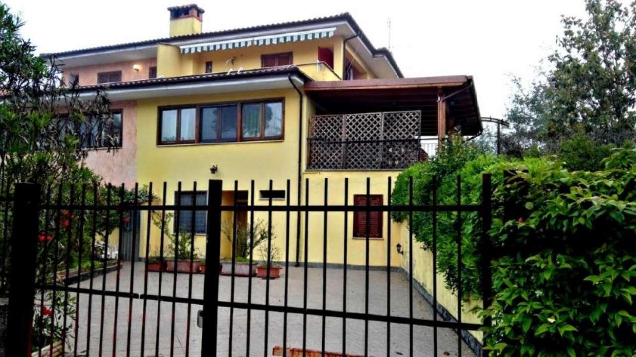 Villa Bifamiliare in vendita a Lariano, 9 locali, prezzo € 289.000 | CambioCasa.it