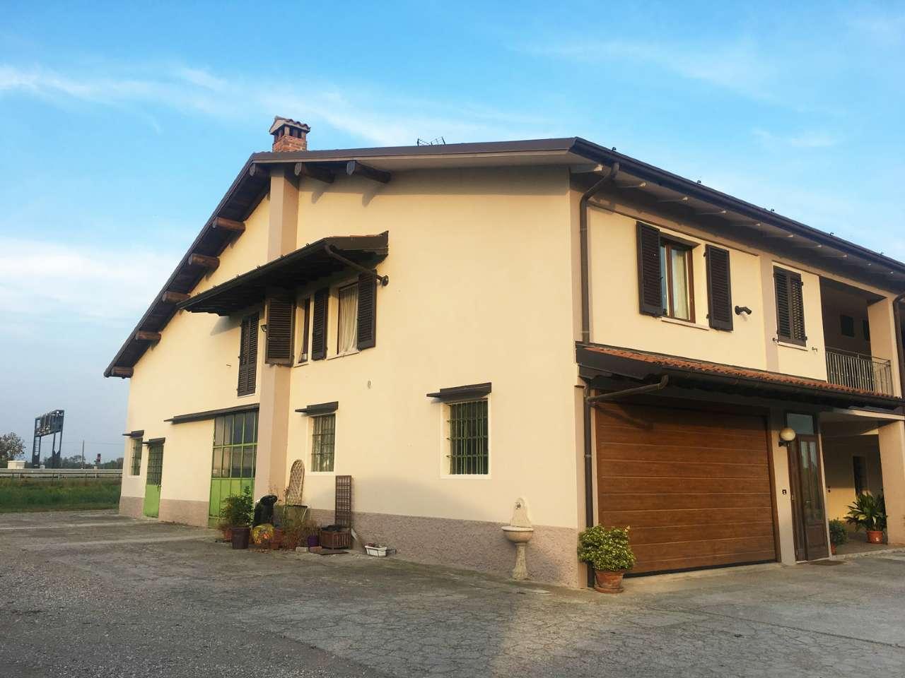 Appartamento in buone condizioni parzialmente arredato in vendita Rif. 8297402