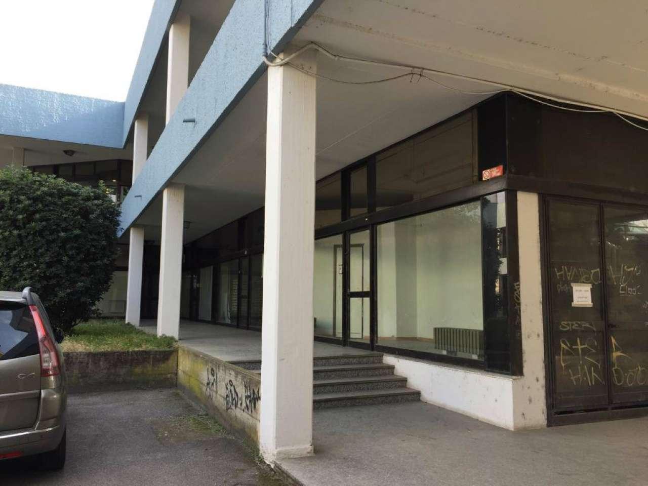 Negozio / Locale in affitto a Rezzato, 2 locali, prezzo € 750 | CambioCasa.it