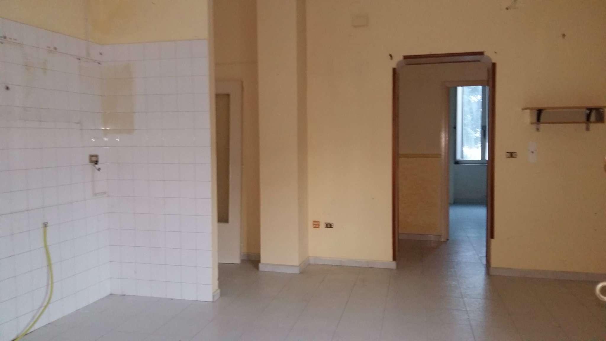 Appartamento in discrete condizioni in vendita Rif. 5011951