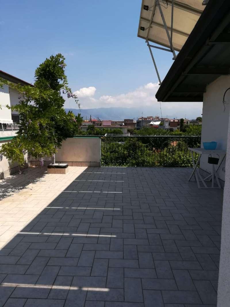 Appartamento arredato con terrazzo a livello