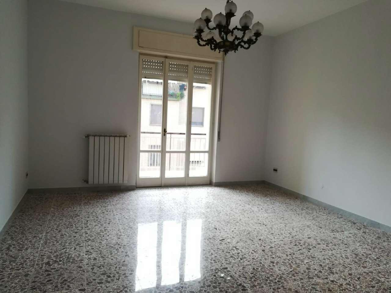 Appartamento in discrete condizioni in vendita Rif. 7835189