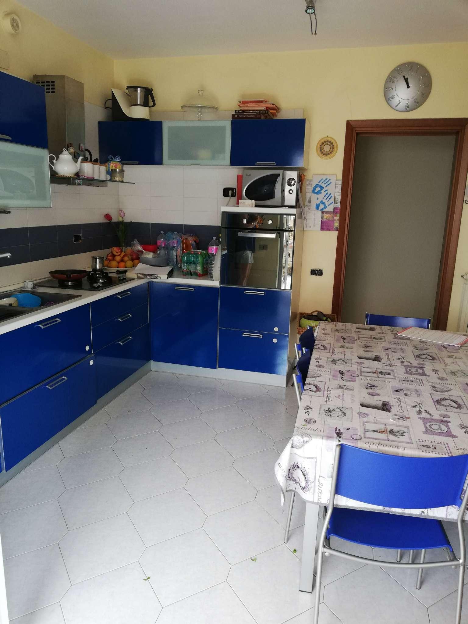 Appartamento in buone condizioni in vendita Rif. 6391967