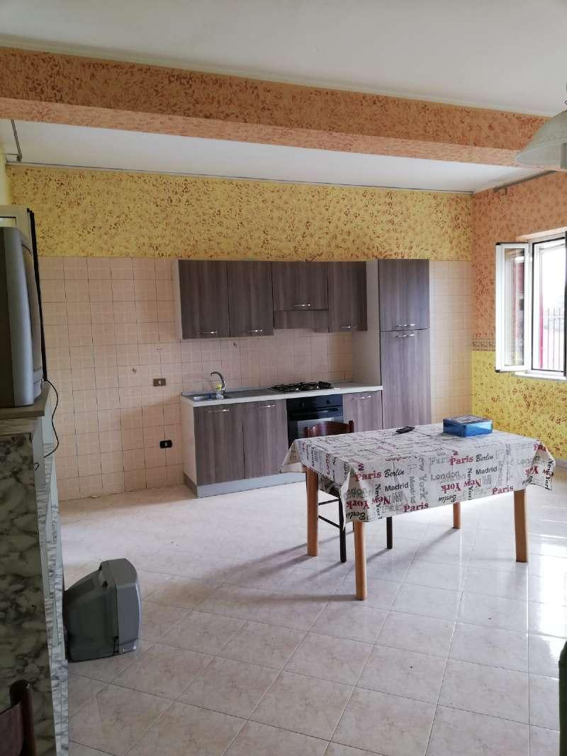 Appartamento in buone condizioni parzialmente arredato in affitto Rif. 8257982