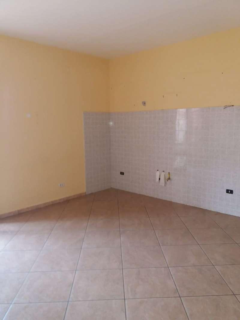 Appartamento in buone condizioni in affitto Rif. 8563196