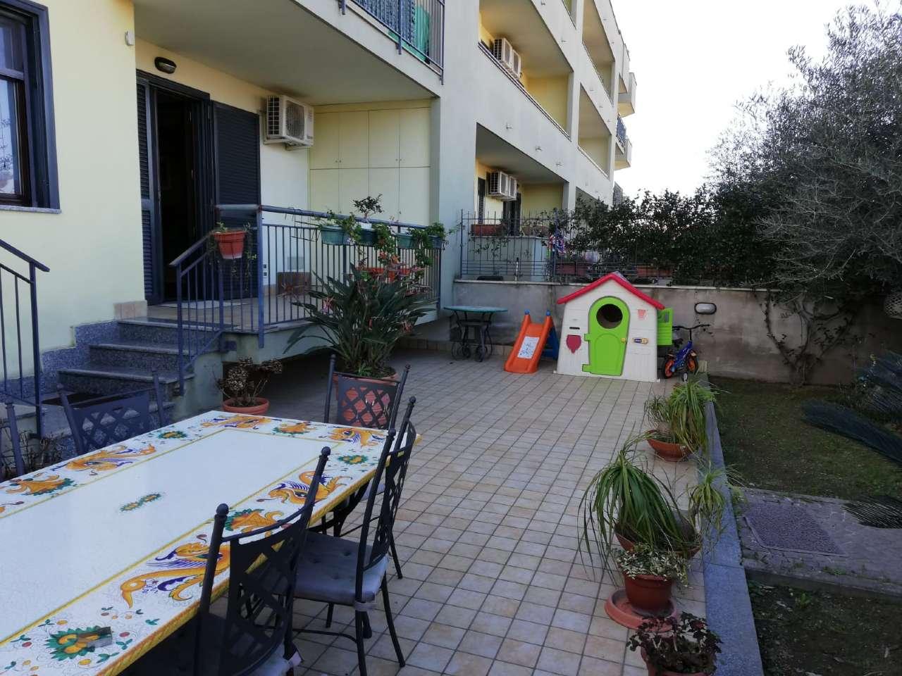 Mariglianella appartamento con giardino.