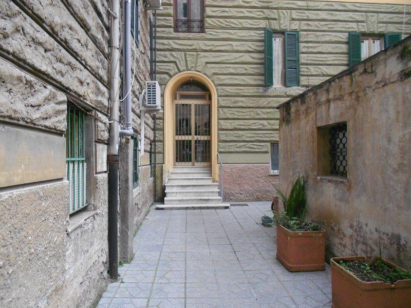Appartamento in vendita a Roma, 2 locali, zona Zona: 10 . Pigneto, Largo Preneste, prezzo € 80.000   CambioCasa.it