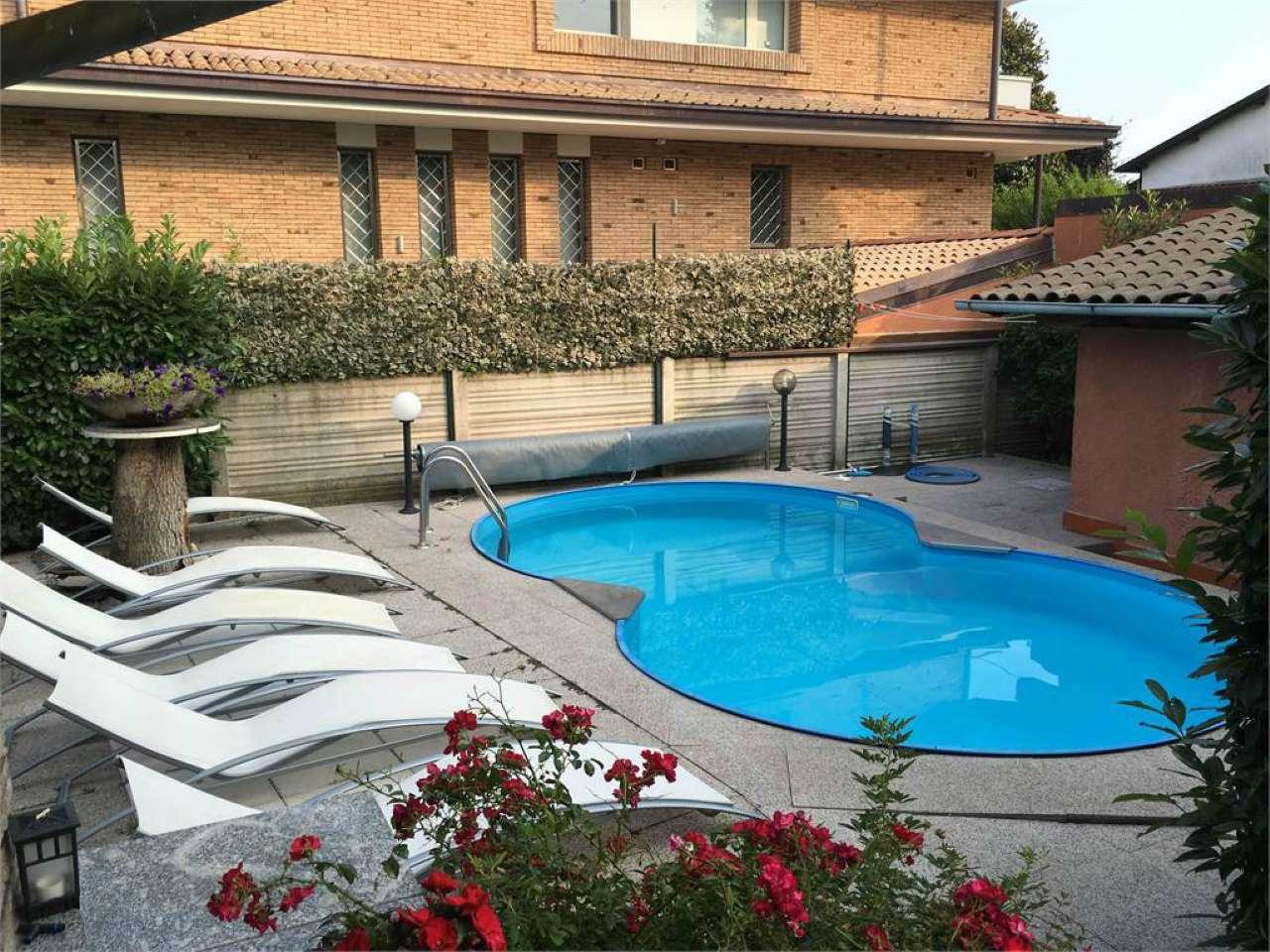 Villa in vendita a Cisliano, 9 locali, Trattative riservate | CambioCasa.it