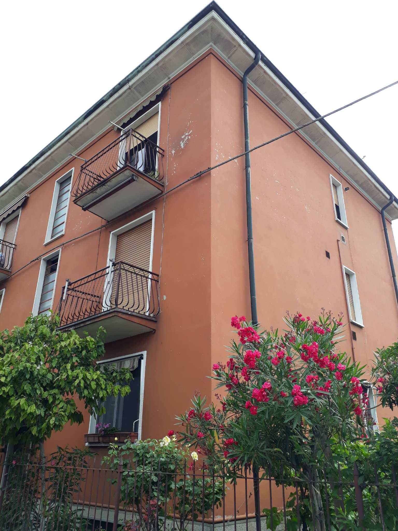 Appartamento in buone condizioni arredato in affitto Rif. 8507629