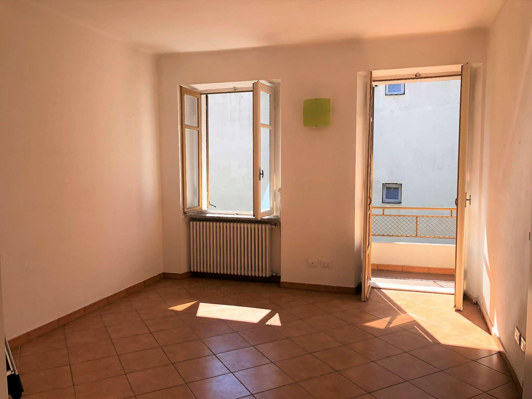 Appartamento ristrutturato parzialmente arredato in affitto Rif. 8244836