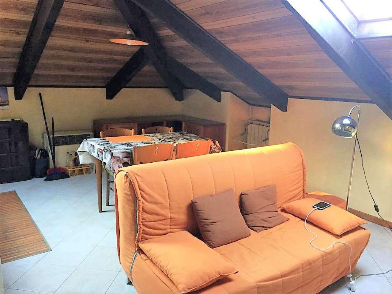 Appartamento in buone condizioni arredato in affitto Rif. 9423036