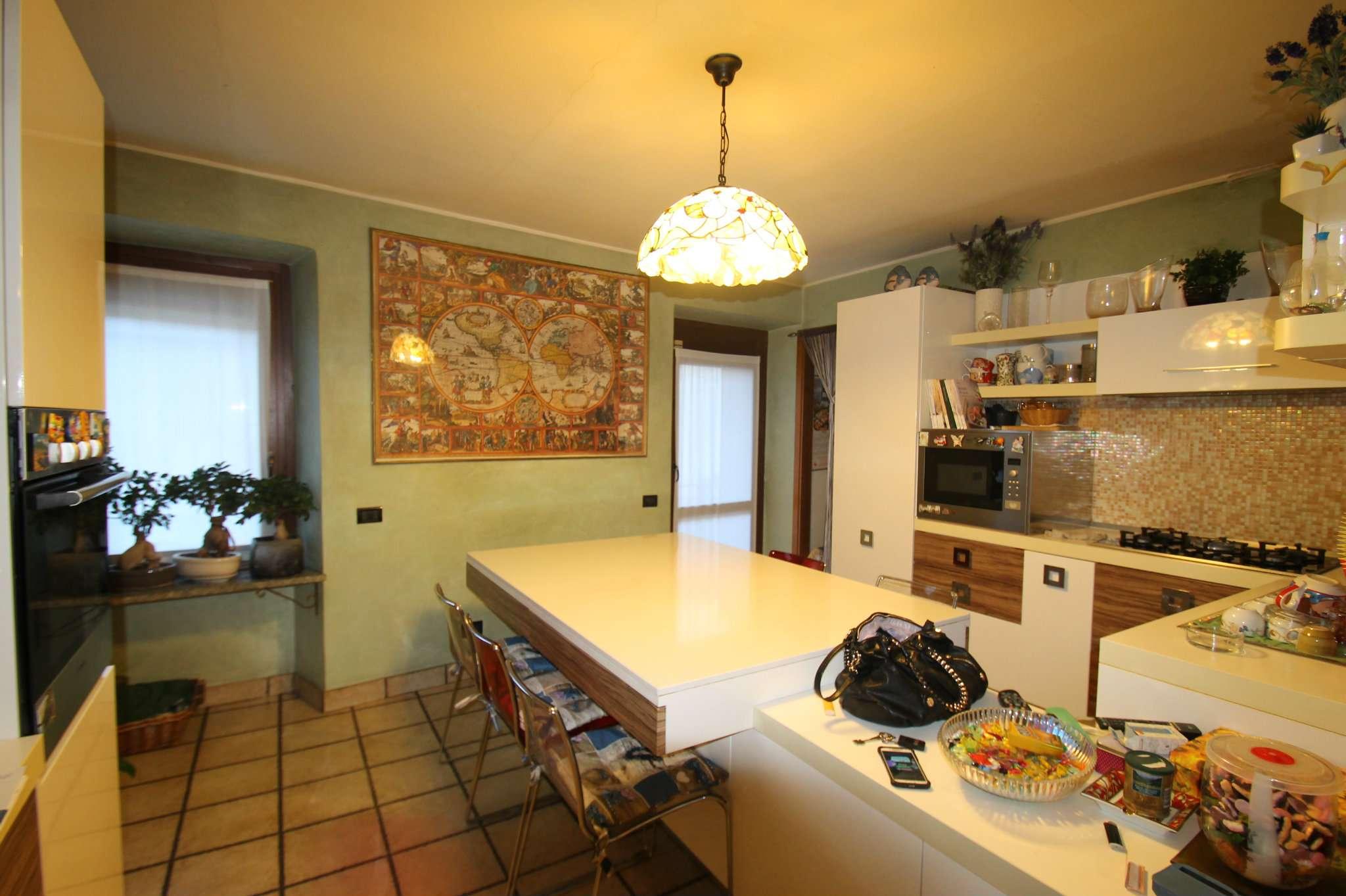 Appartamento trilocale in vendita a Bosisio Parini