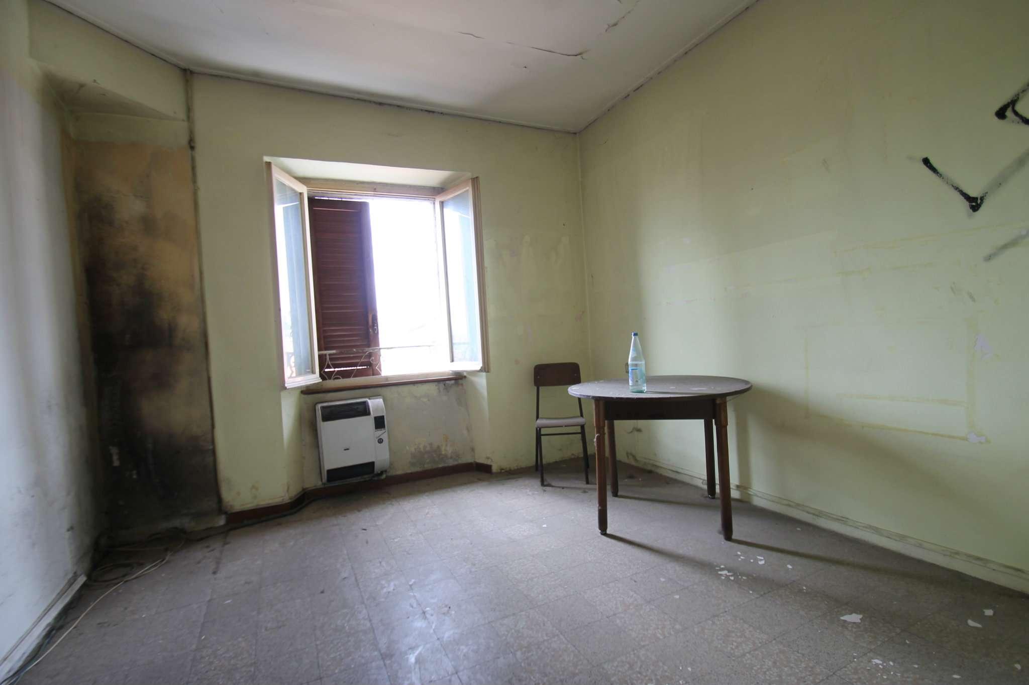 Appartamento da ristrutturare in vendita Rif. 5018832