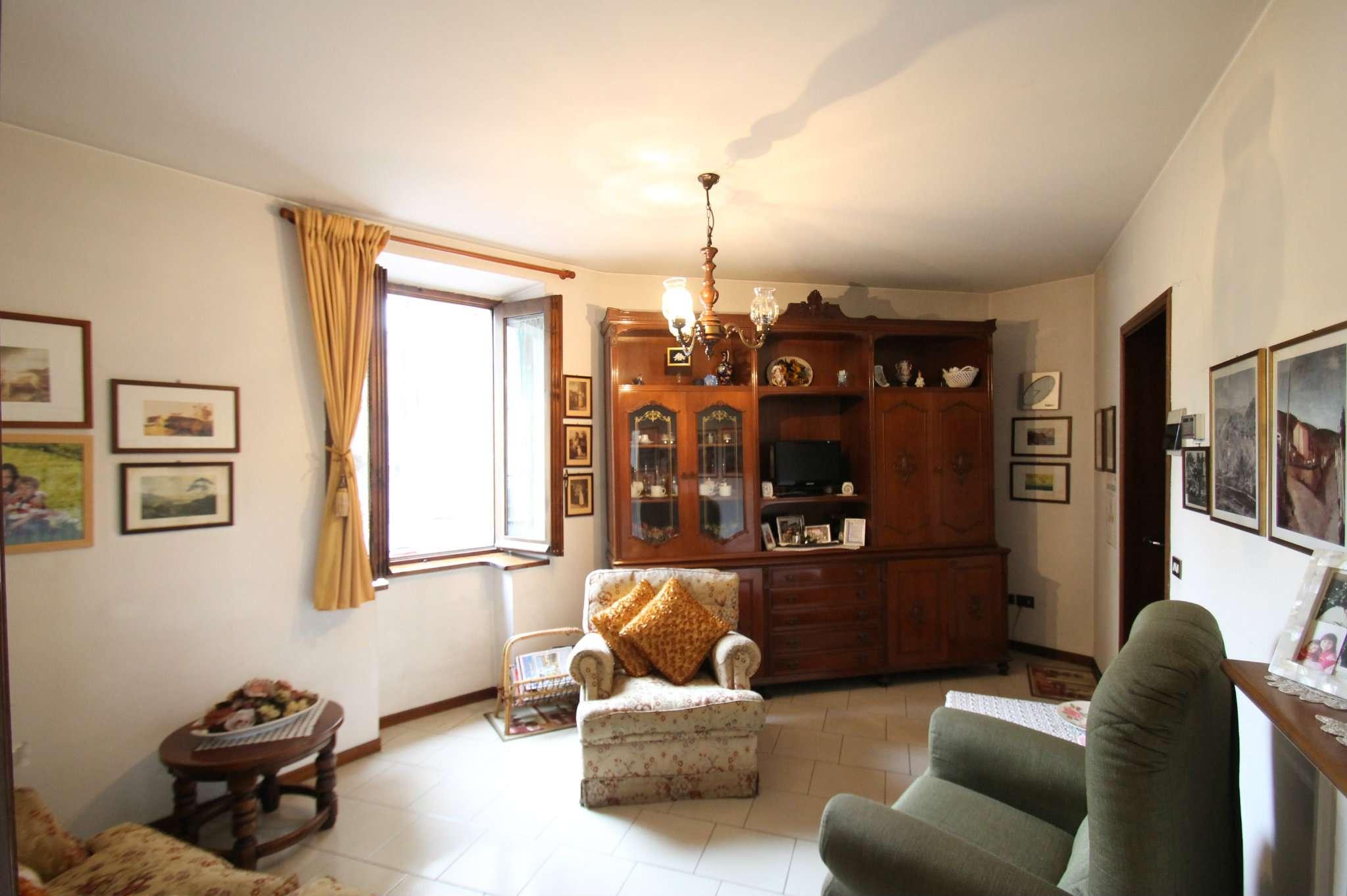 Appartamento in buone condizioni in vendita Rif. 5018836