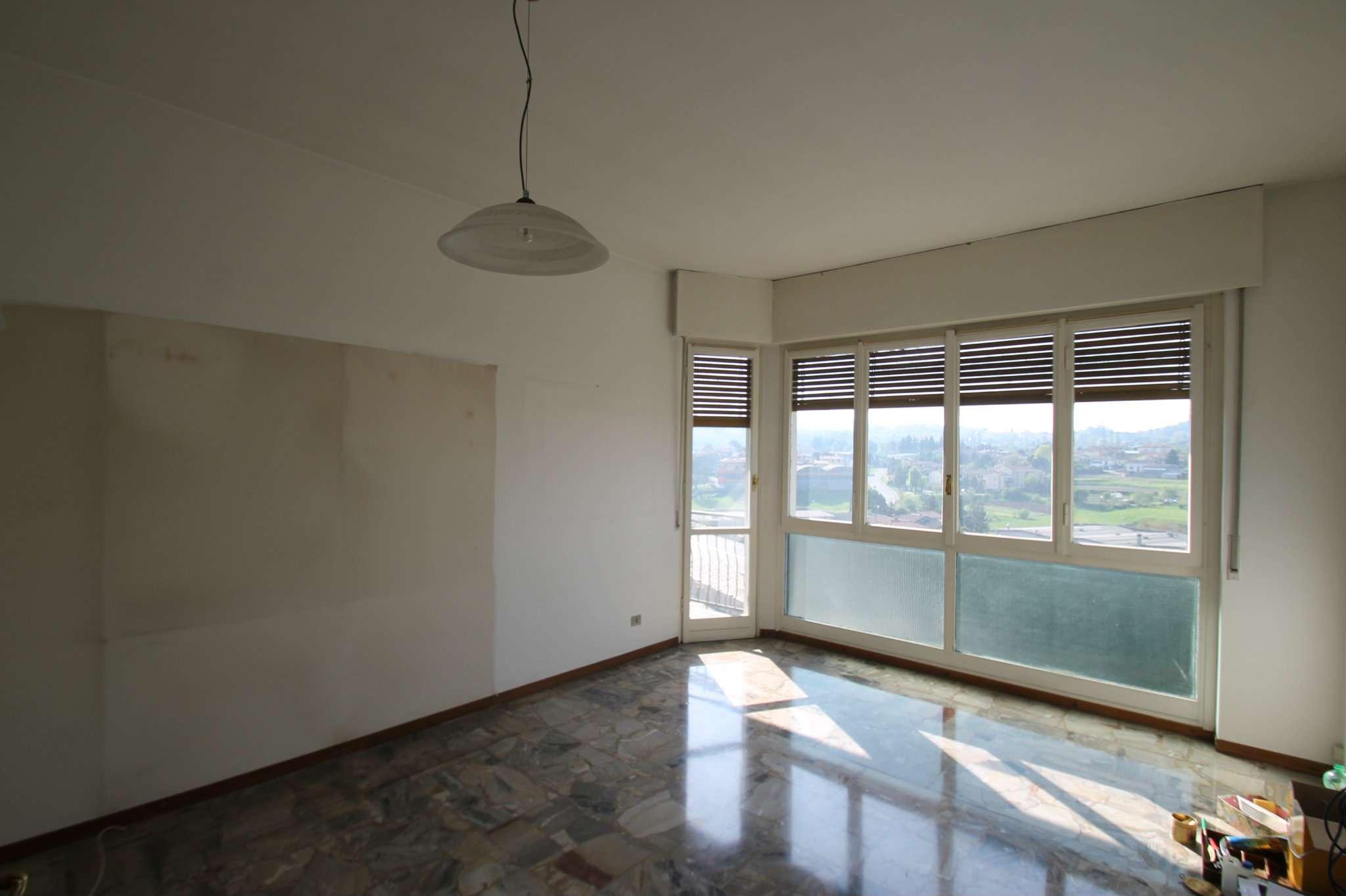 Appartamento trilocale con box in vendita a Bulciago