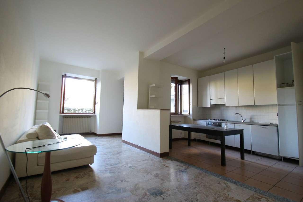 Appartamento in buone condizioni in vendita Rif. 8202487