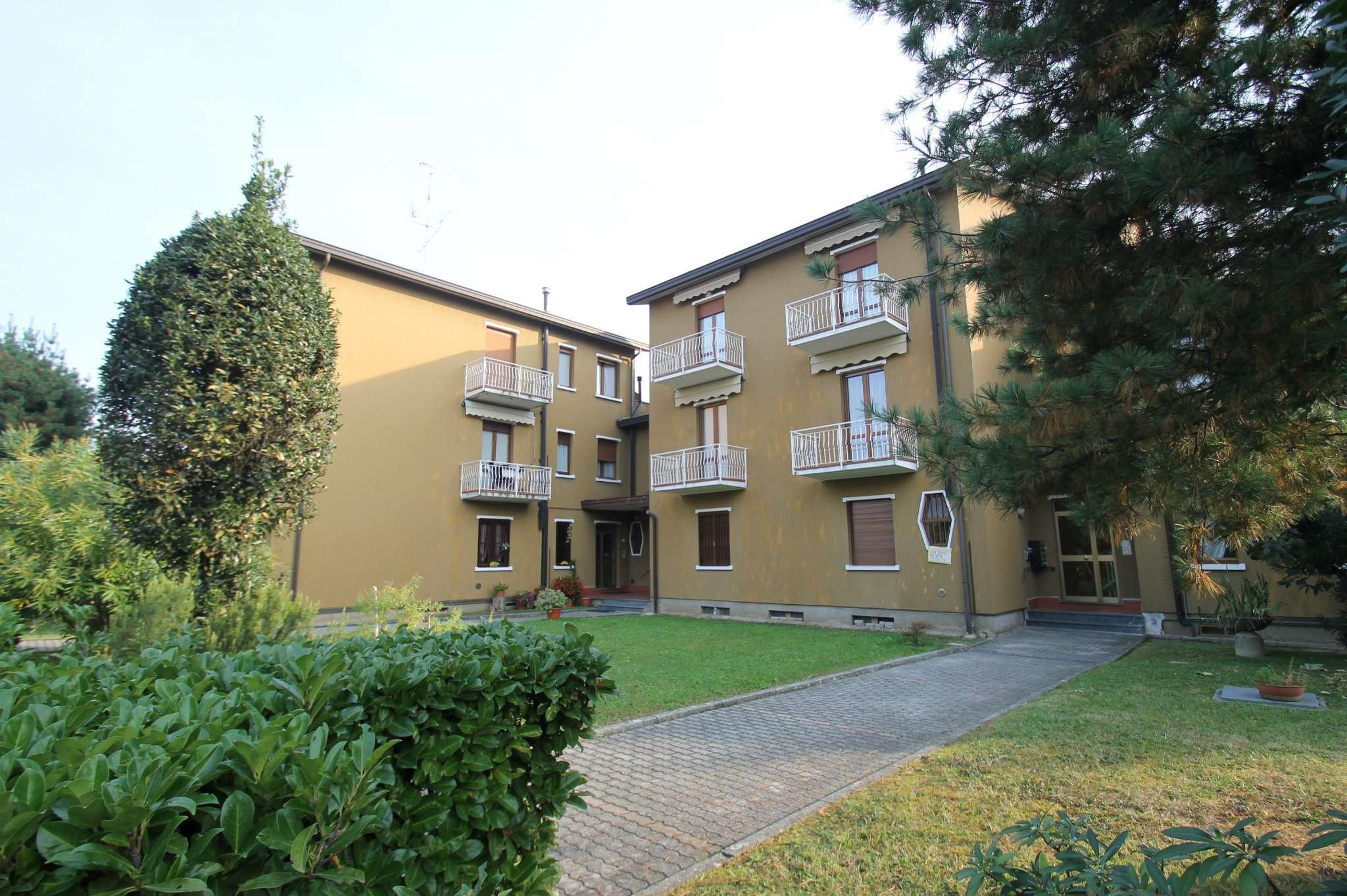 Appartamento bilocale con box in vendita a Barzanò