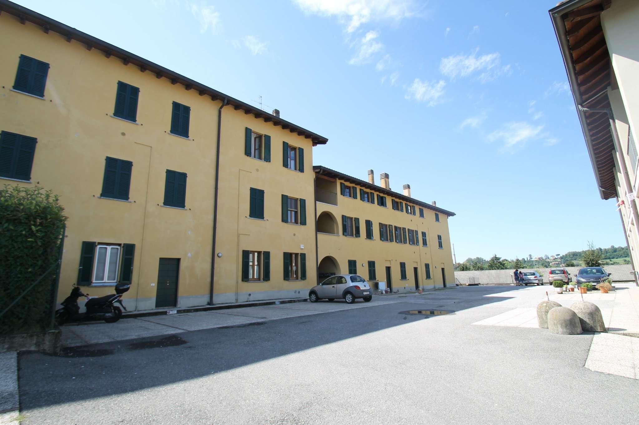 Appartamento in ottime condizioni parzialmente arredato in vendita Rif. 8297413