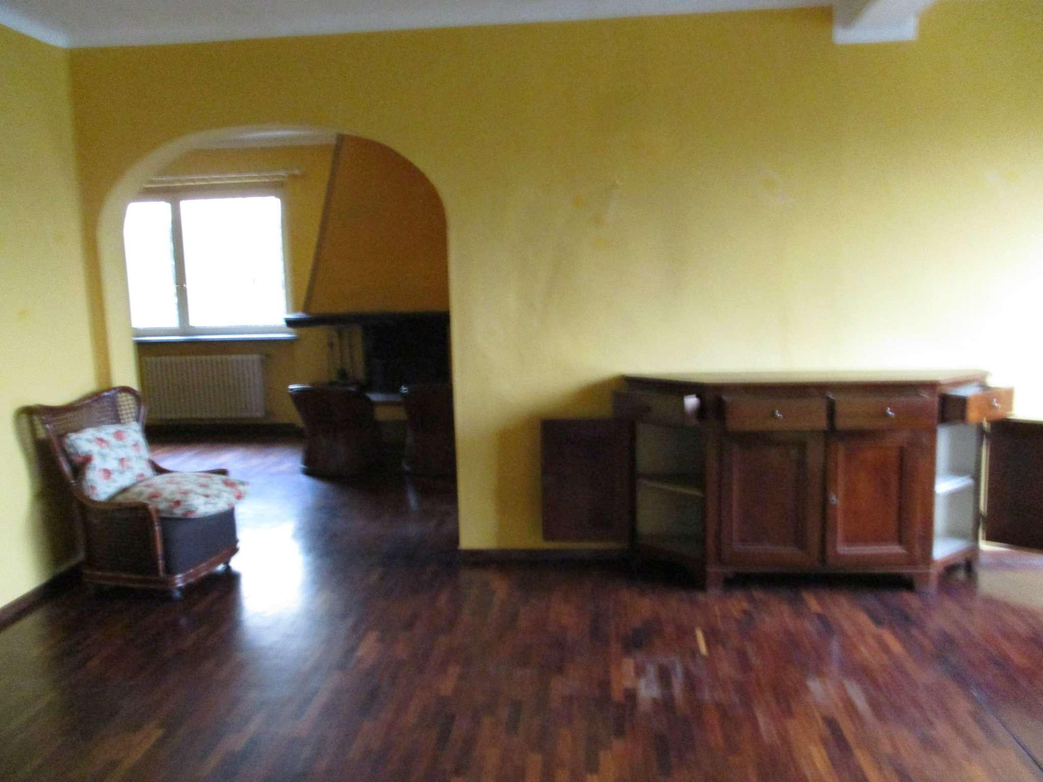 Appartamento in buone condizioni parzialmente arredato in affitto Rif. 8372313