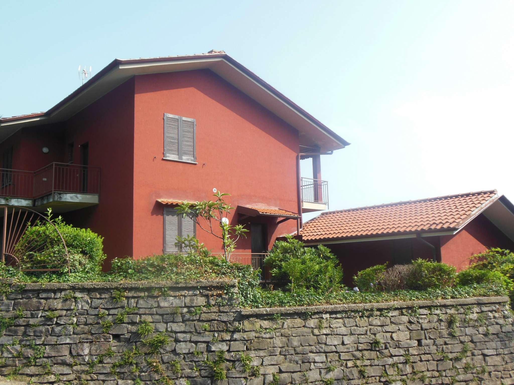 Appartamento trilocale con giardino in vendita a Colle B.za