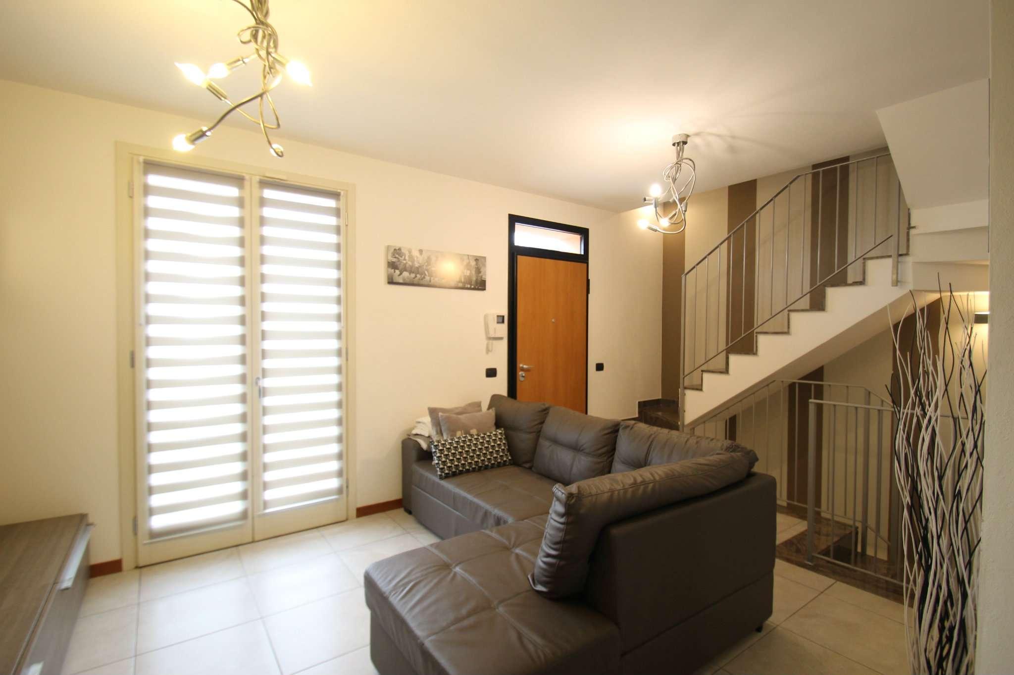 Appartamento in ottime condizioni in vendita Rif. 8663022