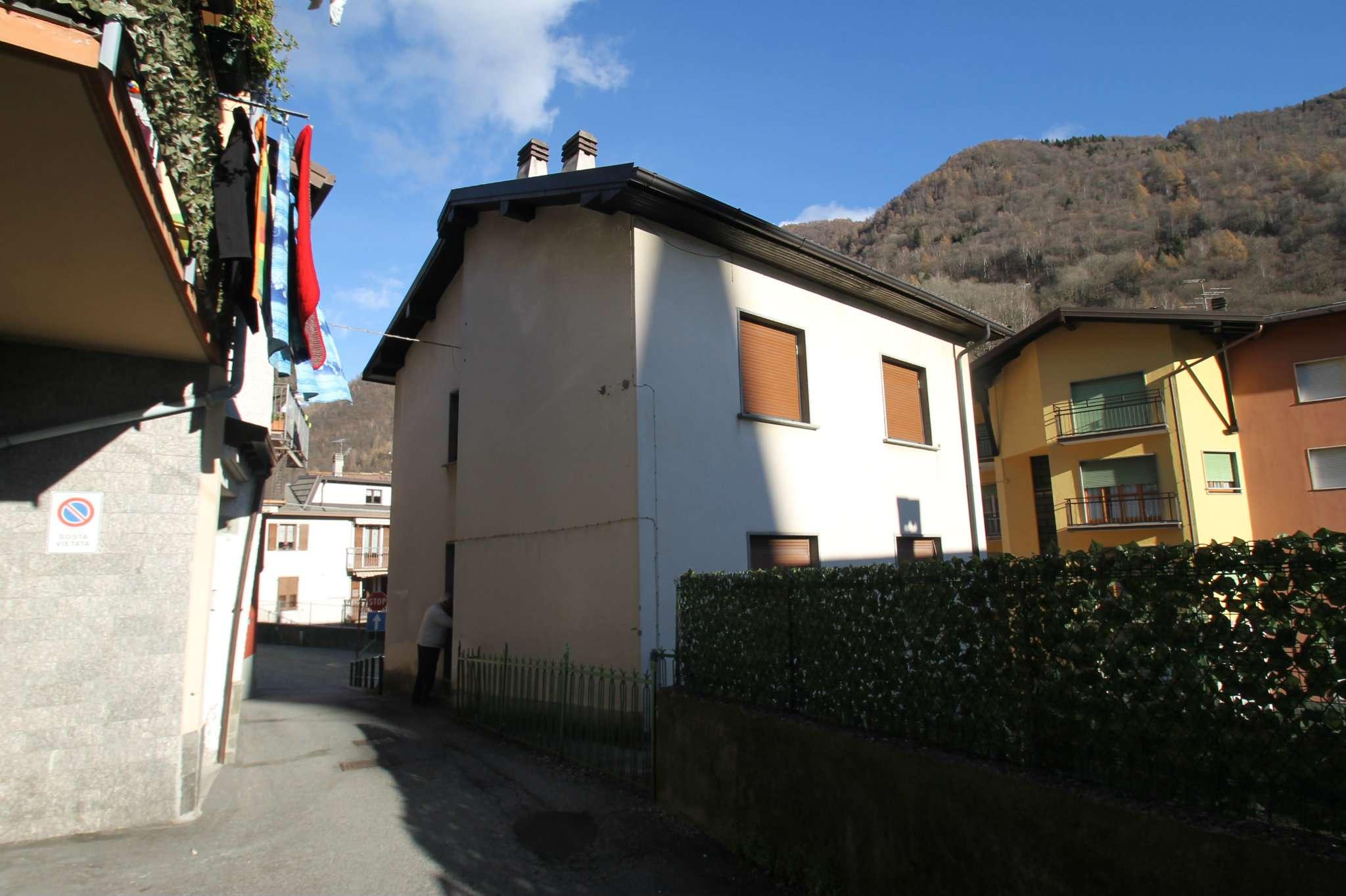Appartamento in buone condizioni arredato in vendita Rif. 8912060