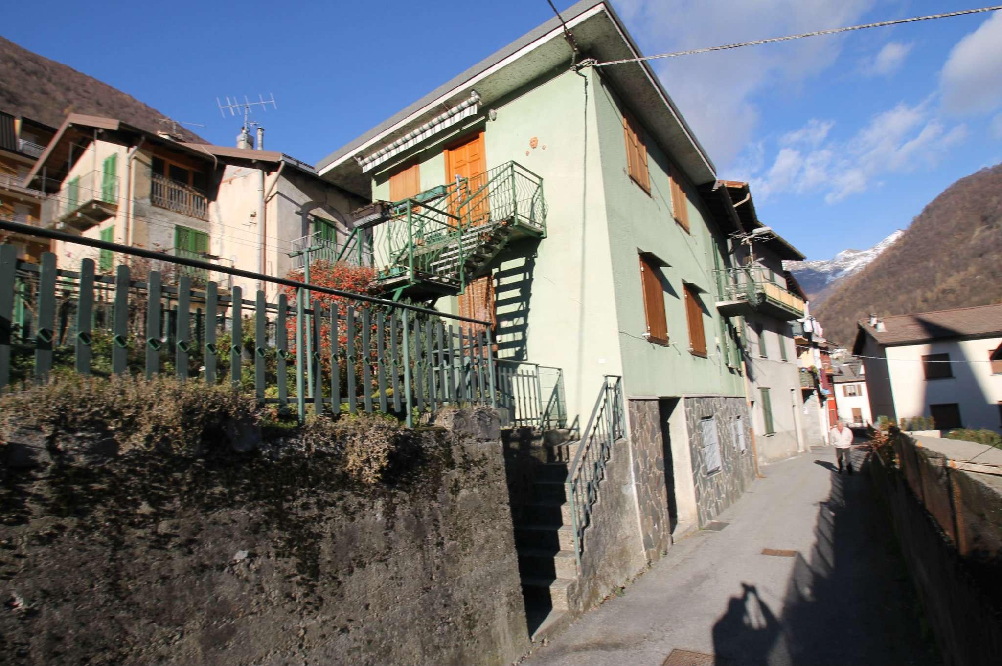 Appartamento in buone condizioni arredato in vendita Rif. 8912061