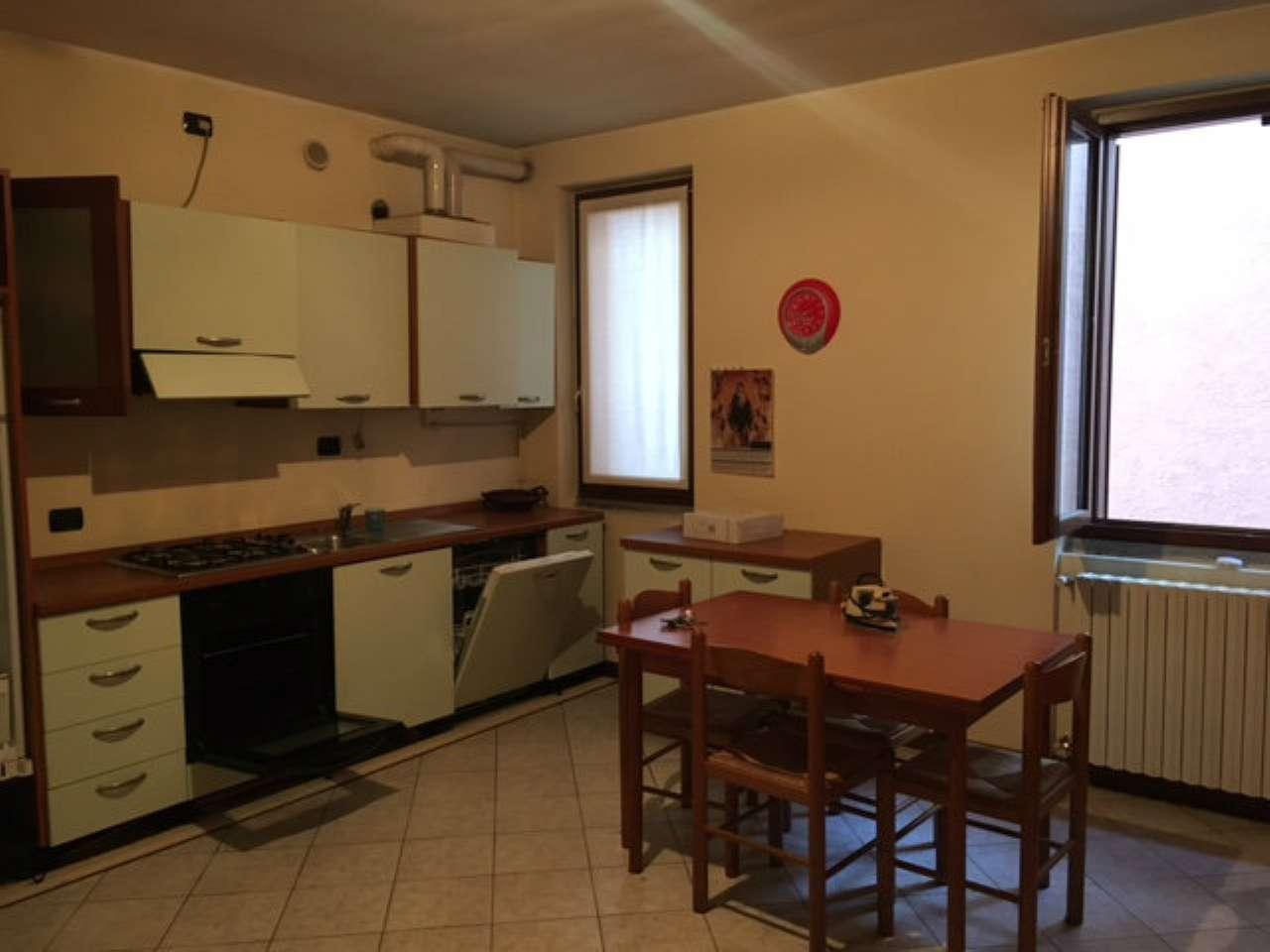 Appartamento in buone condizioni arredato in affitto Rif. 9015159