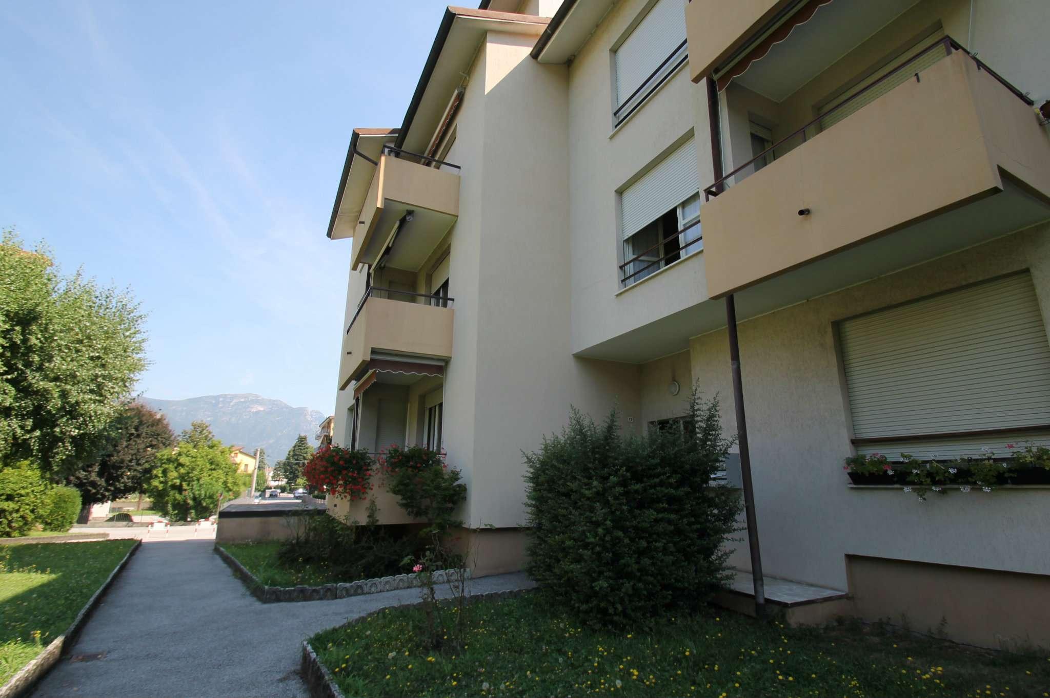 Appartamento in buone condizioni in affitto Rif. 9108797
