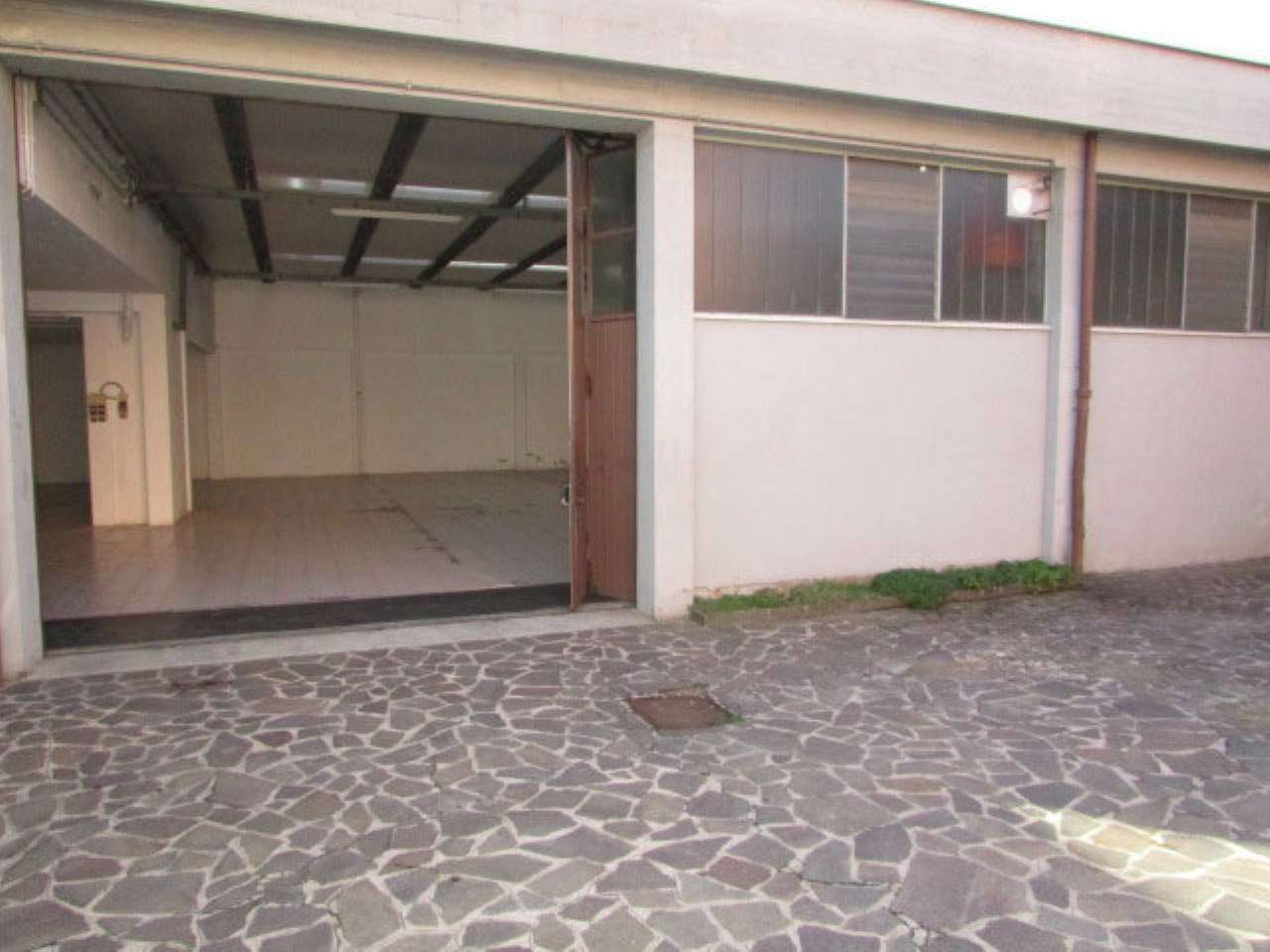 Laboratorio in affitto a Cantù, 2 locali, prezzo € 1.550 | PortaleAgenzieImmobiliari.it
