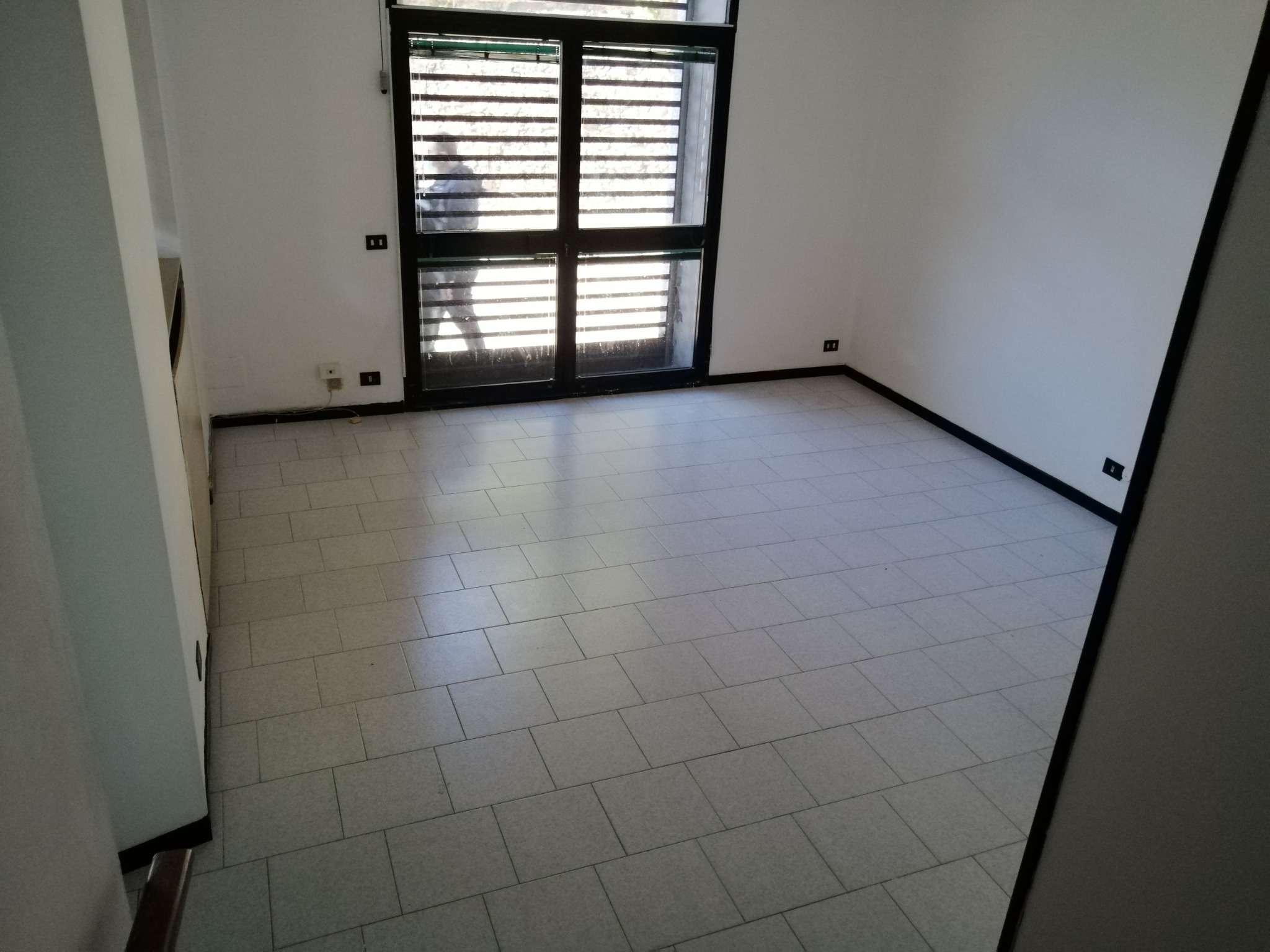 Negozio / Locale in affitto a Cantù, 3 locali, prezzo € 580 | PortaleAgenzieImmobiliari.it