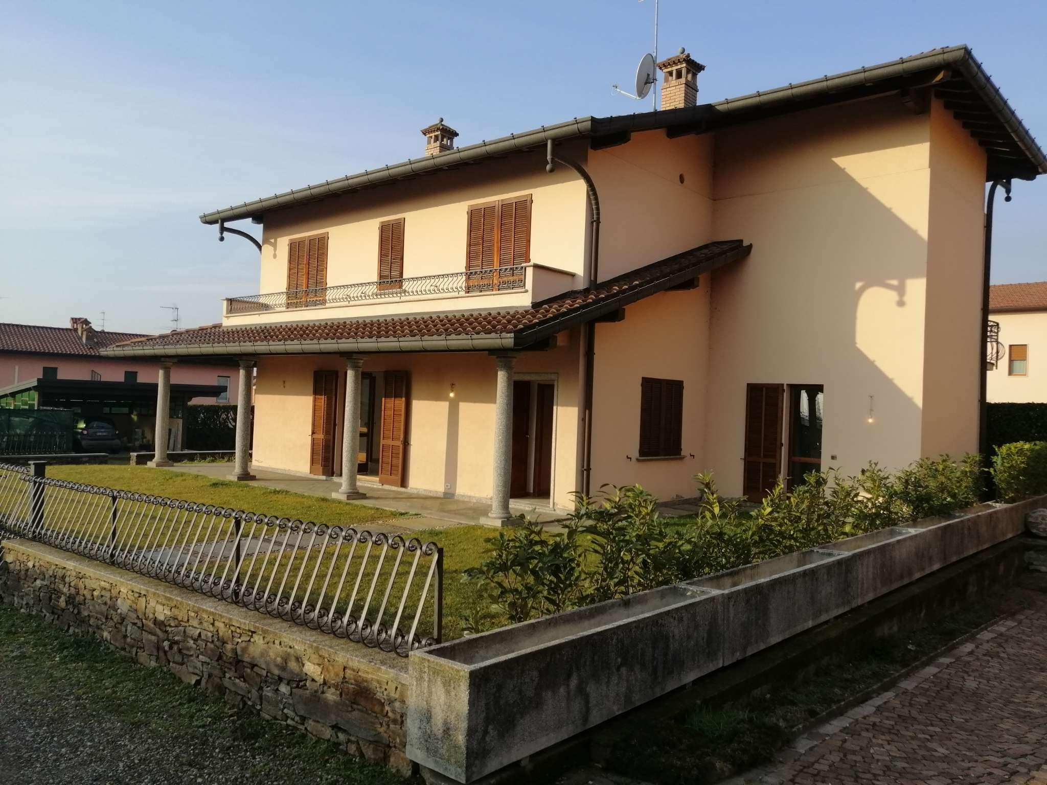 Villa in vendita a Erba, 10 locali, prezzo € 395.000 | PortaleAgenzieImmobiliari.it