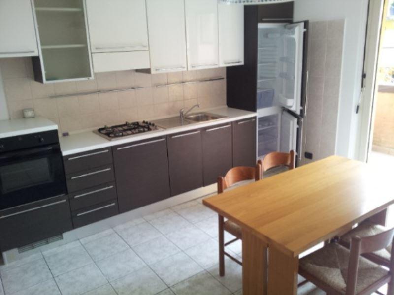 Appartamento in buone condizioni arredato in affitto Rif. 7475161