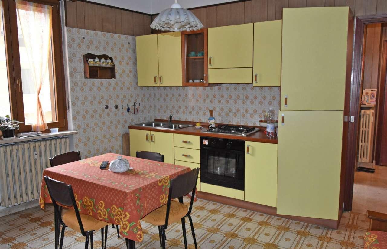Appartamento in buone condizioni in affitto Rif. 5022007