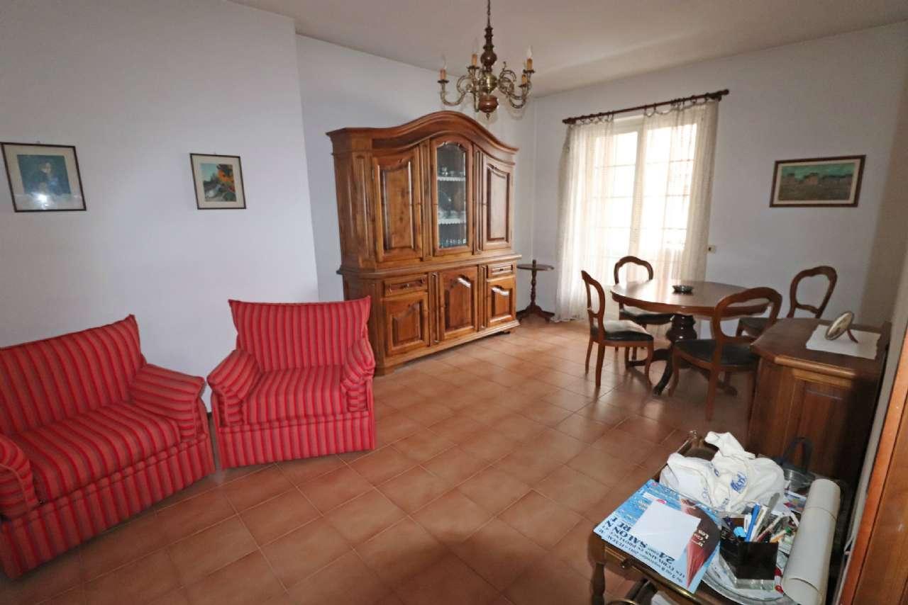 Appartamento in buone condizioni parzialmente arredato in vendita Rif. 5415049