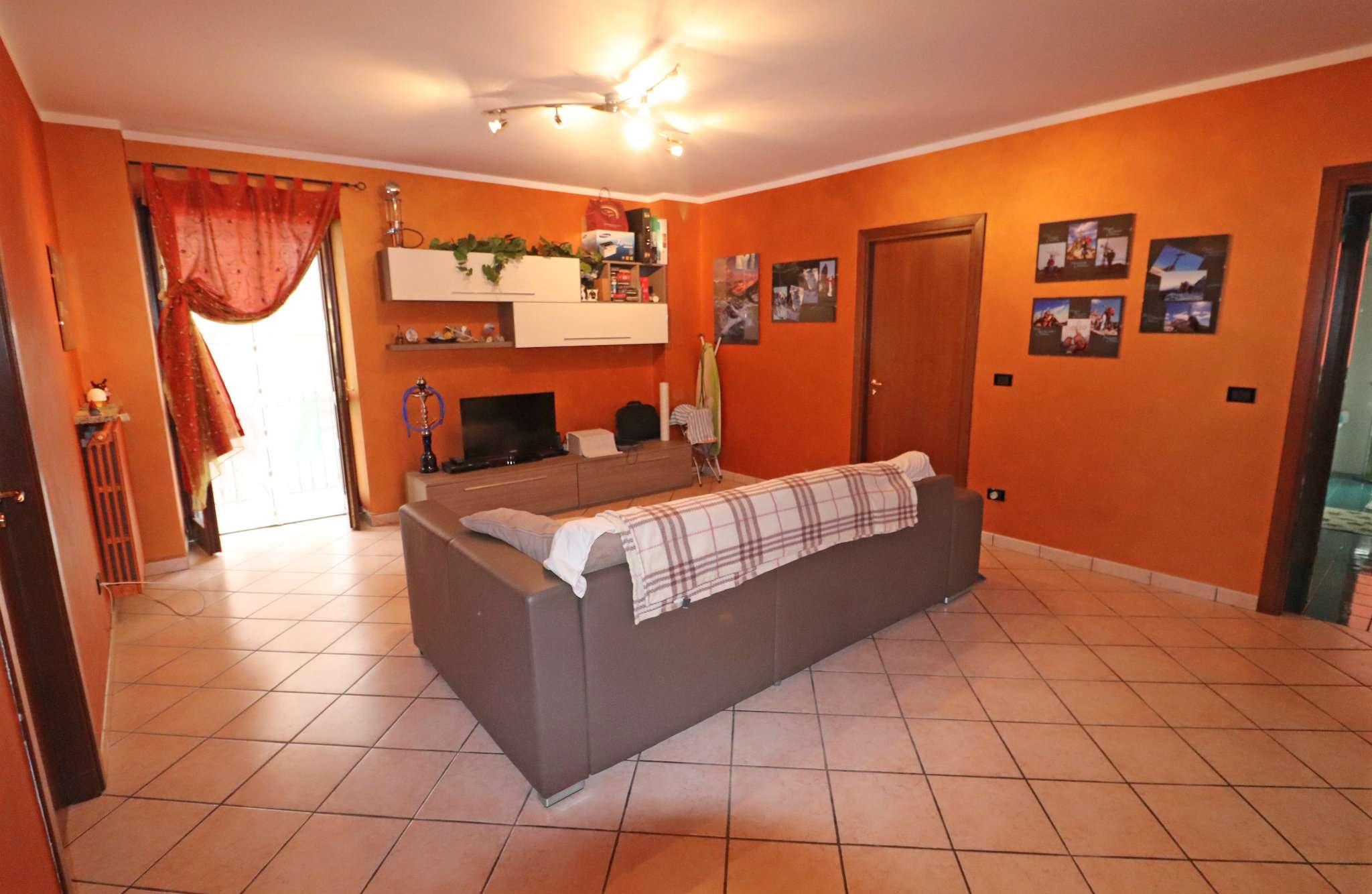Appartamento in buone condizioni parzialmente arredato in vendita Rif. 8244861