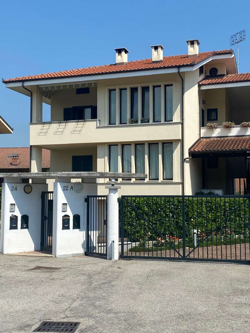 Appartamento in vendita a Cavour, 4 locali, prezzo € 225.000 | CambioCasa.it