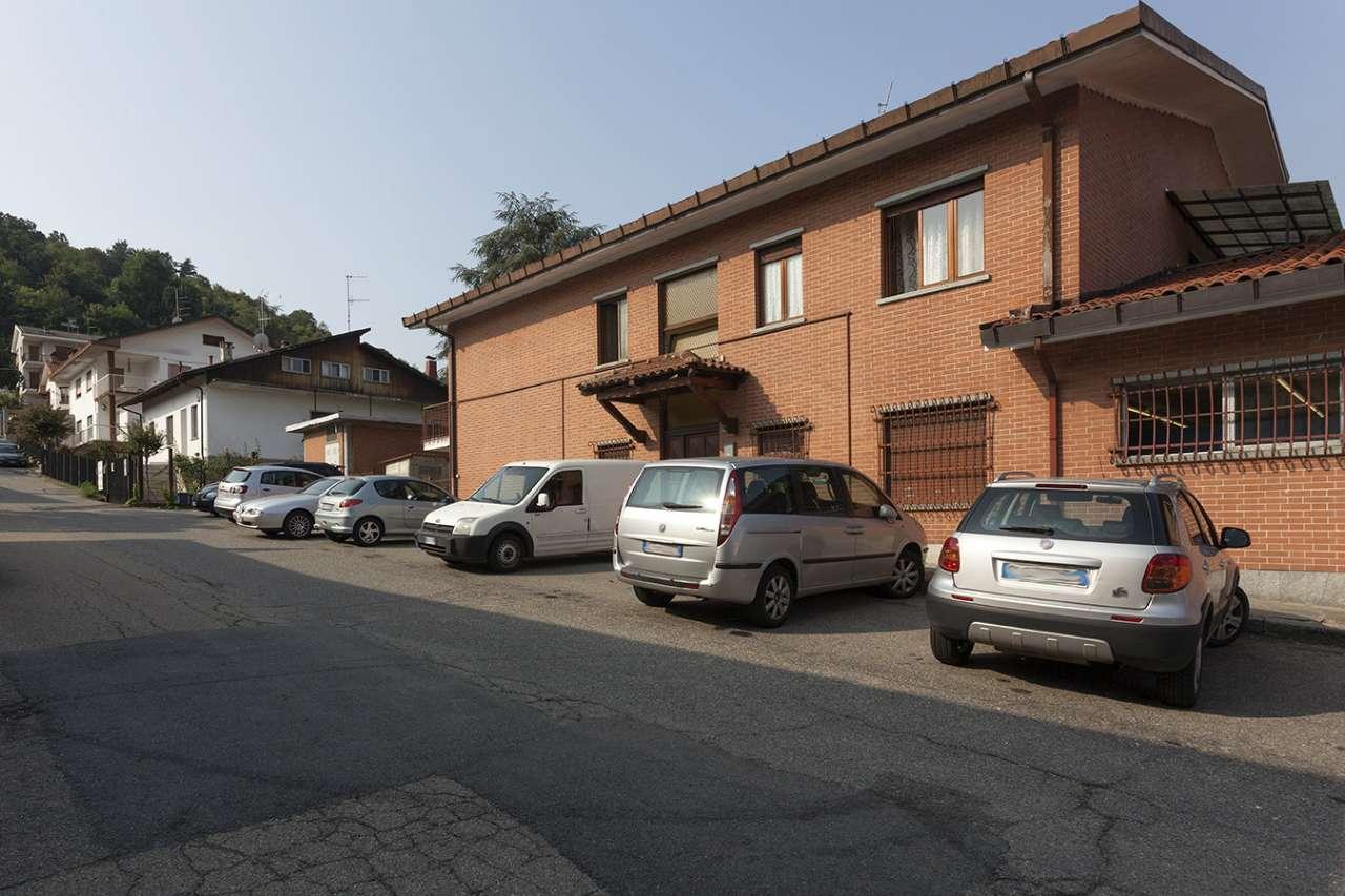 Appartamento in buone condizioni parzialmente arredato in affitto Rif. 7932407