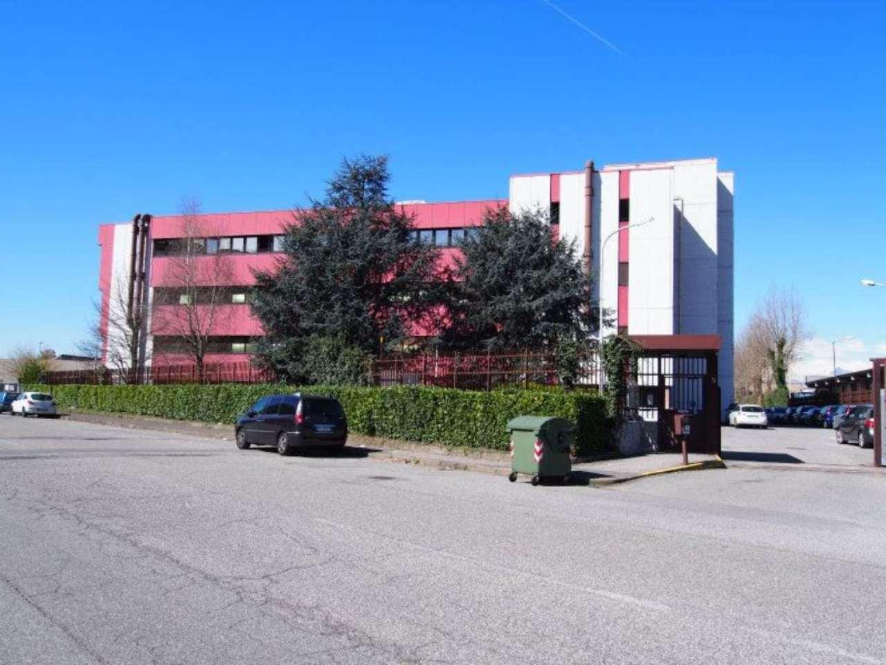 Immobile Commerciale in affitto a San Mauro Torinese, 30 locali, prezzo € 21.876 | PortaleAgenzieImmobiliari.it