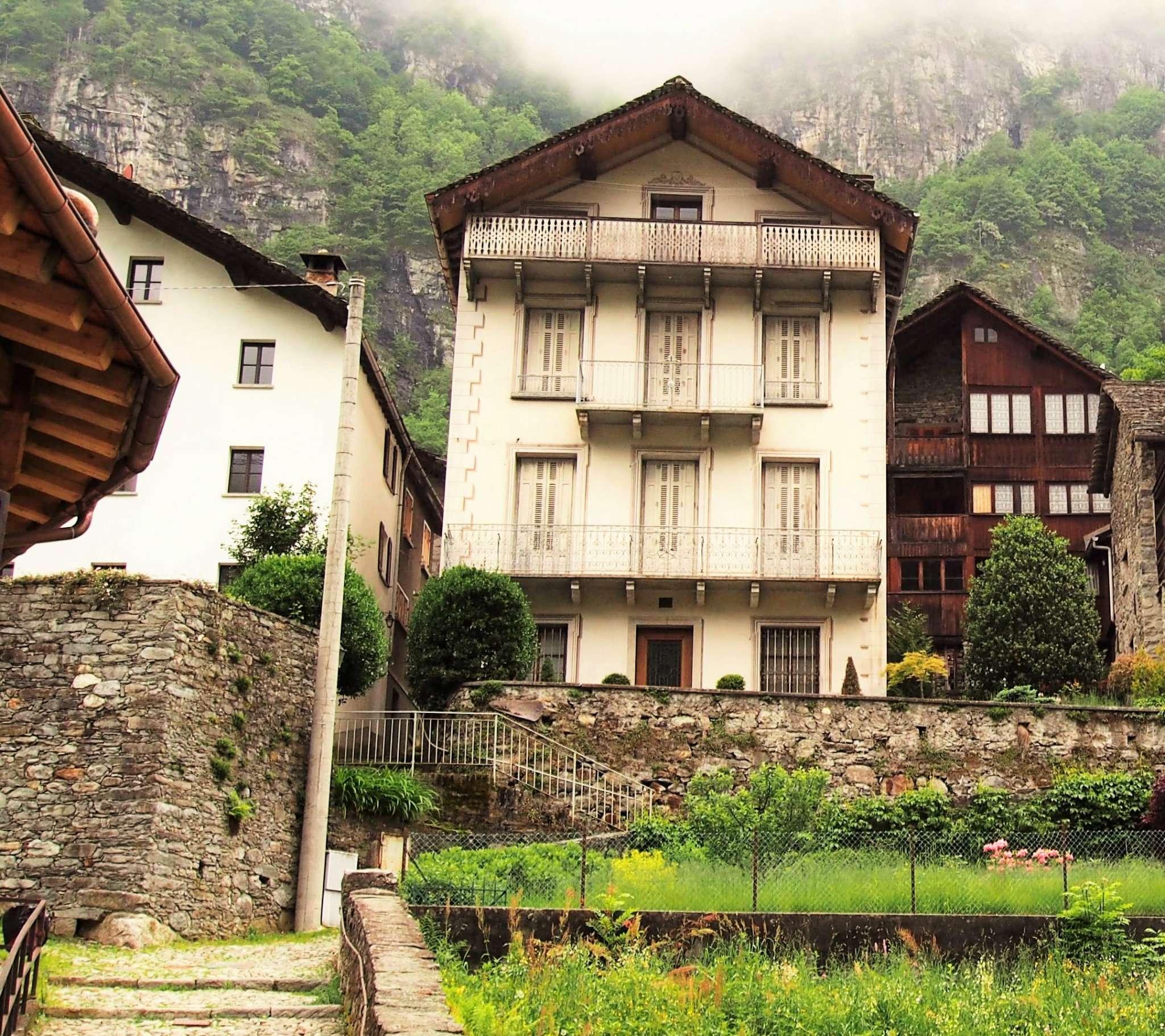 Bellissima casa d'epoca, indipendente, di 400 mq, a pochi km da Alagna Vaisesia.