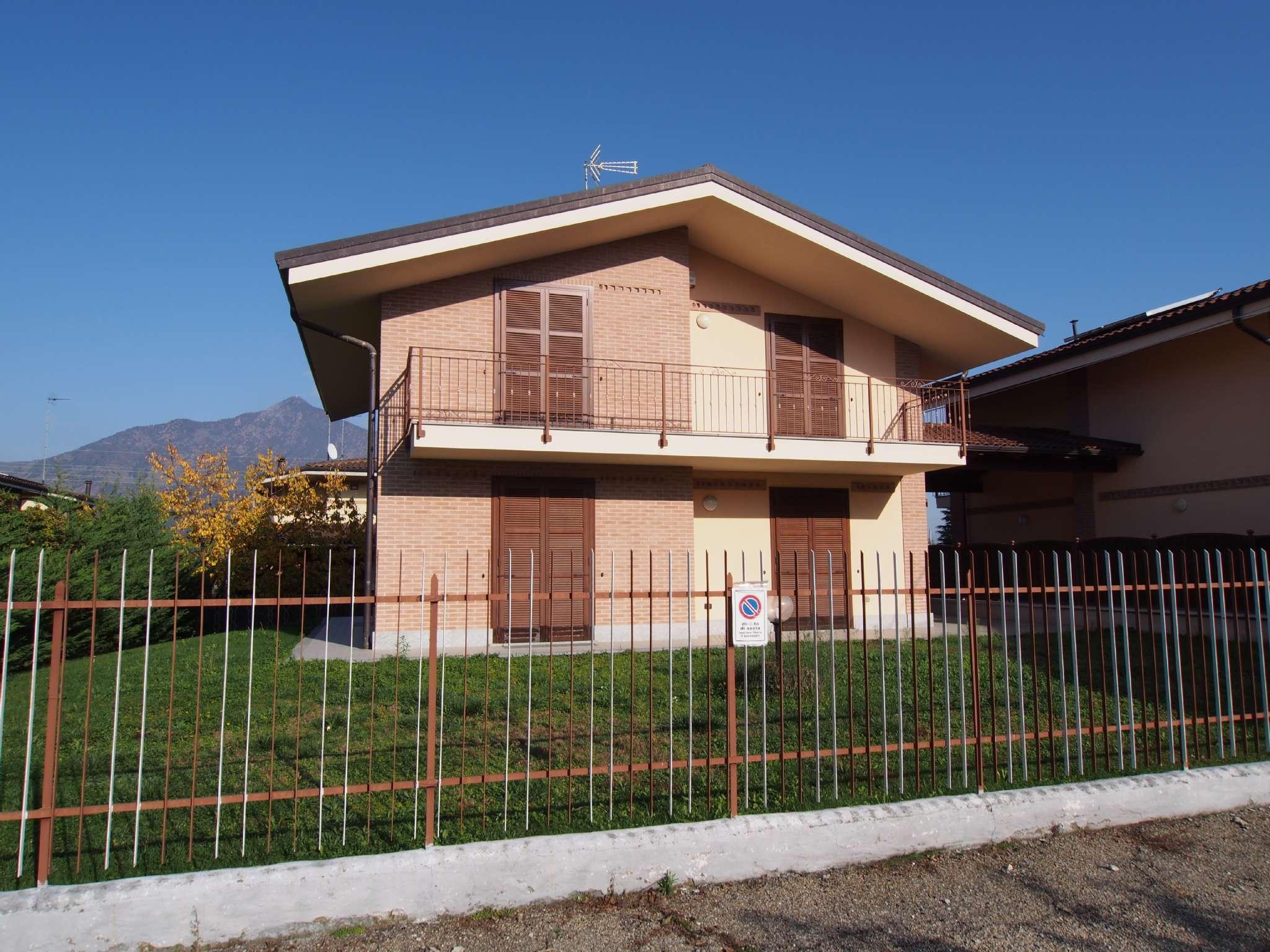 Villa in vendita a Rosta, 7 locali, prezzo € 430.000 | PortaleAgenzieImmobiliari.it