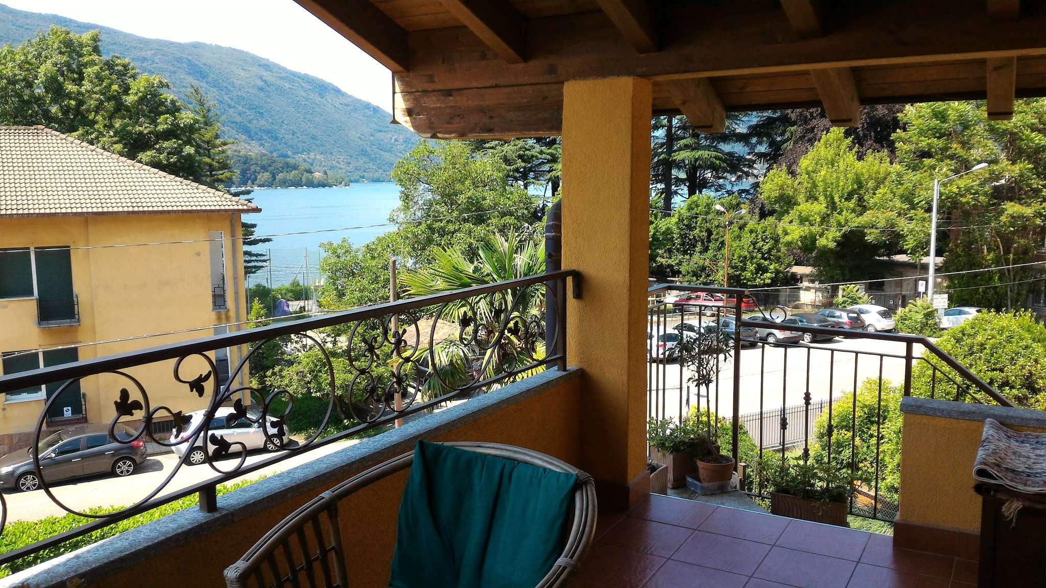 Appartamento in vendita a Porto Ceresio, 2 locali, prezzo € 160.000 | CambioCasa.it