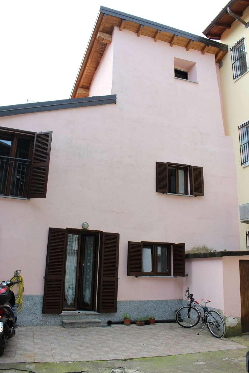 Soluzione Semindipendente in vendita a Luino, 4 locali, prezzo € 175.000 | CambioCasa.it
