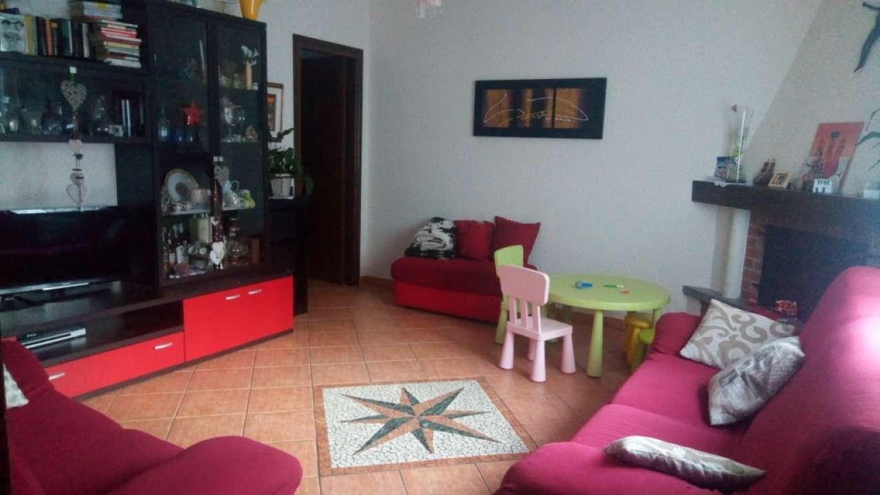 Appartamento in vendita a Luino, 4 locali, prezzo € 150.000 | CambioCasa.it