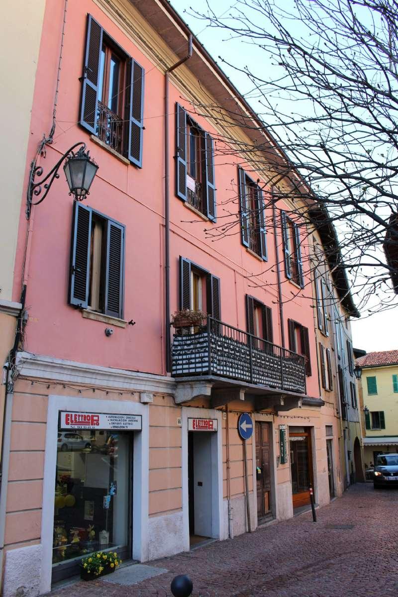 Appartamento in vendita a Luino, 2 locali, prezzo € 65.000 | CambioCasa.it