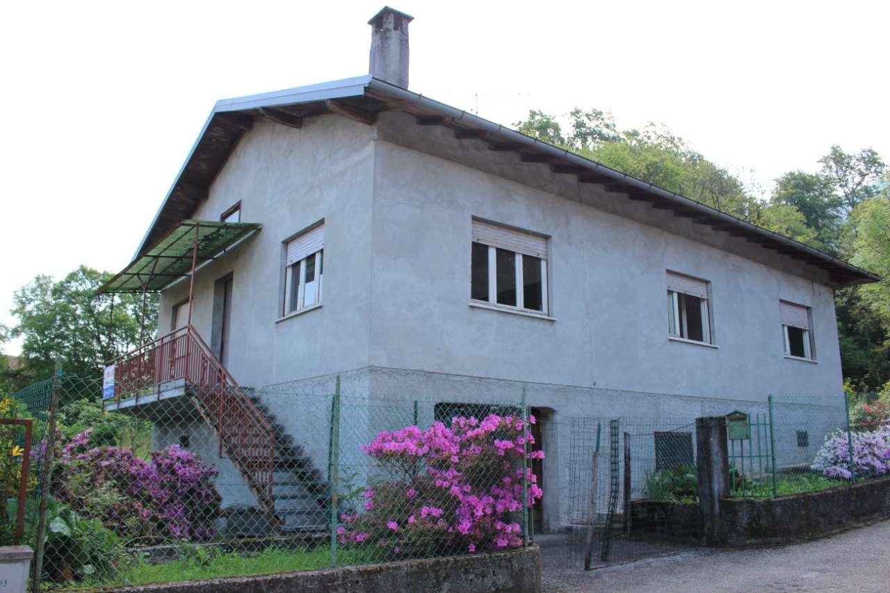 Soluzione Indipendente in vendita a Porto Valtravaglia, 4 locali, prezzo € 180.000 | CambioCasa.it