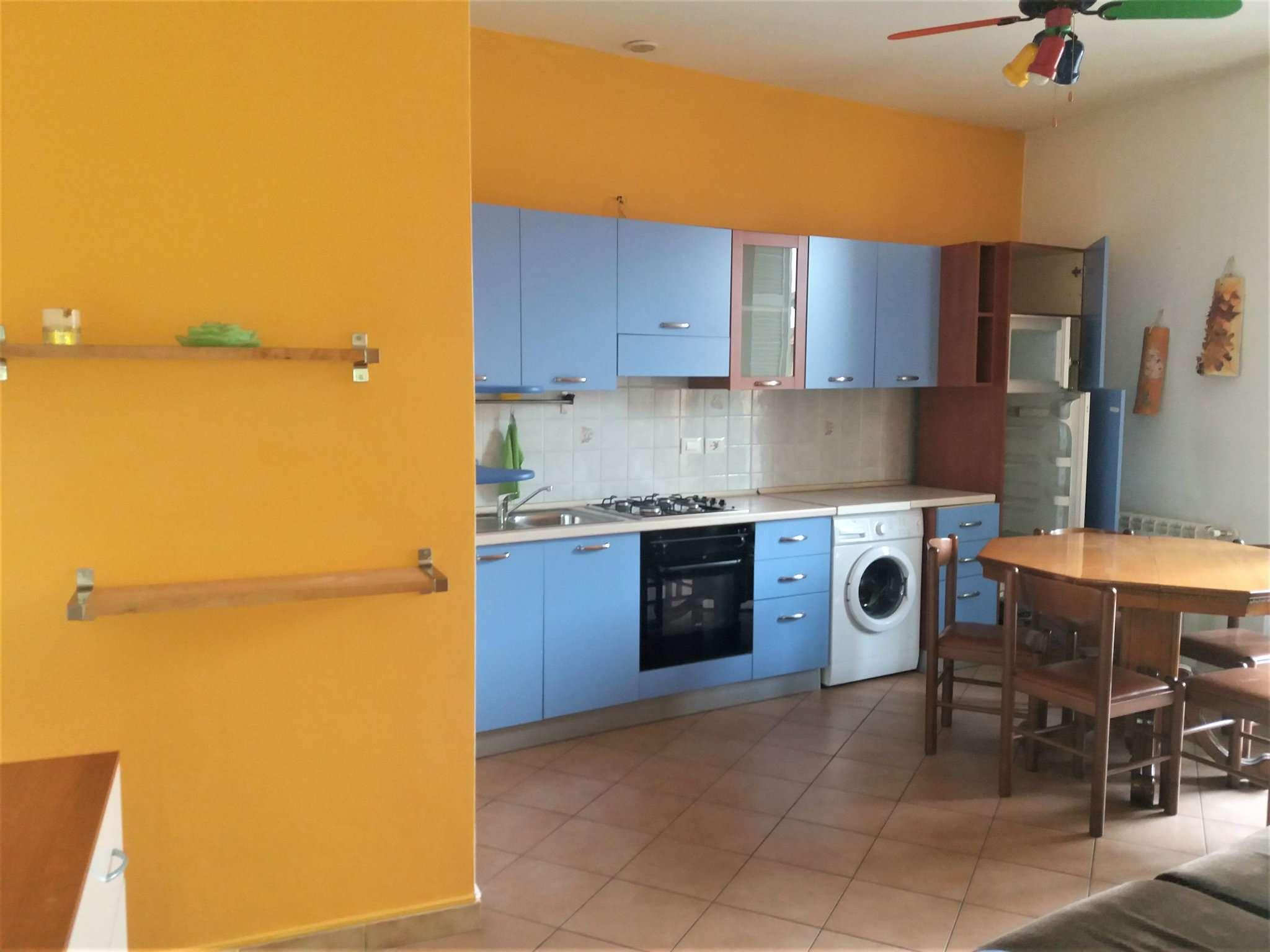 Appartamento in buone condizioni arredato in affitto Rif. 6857613