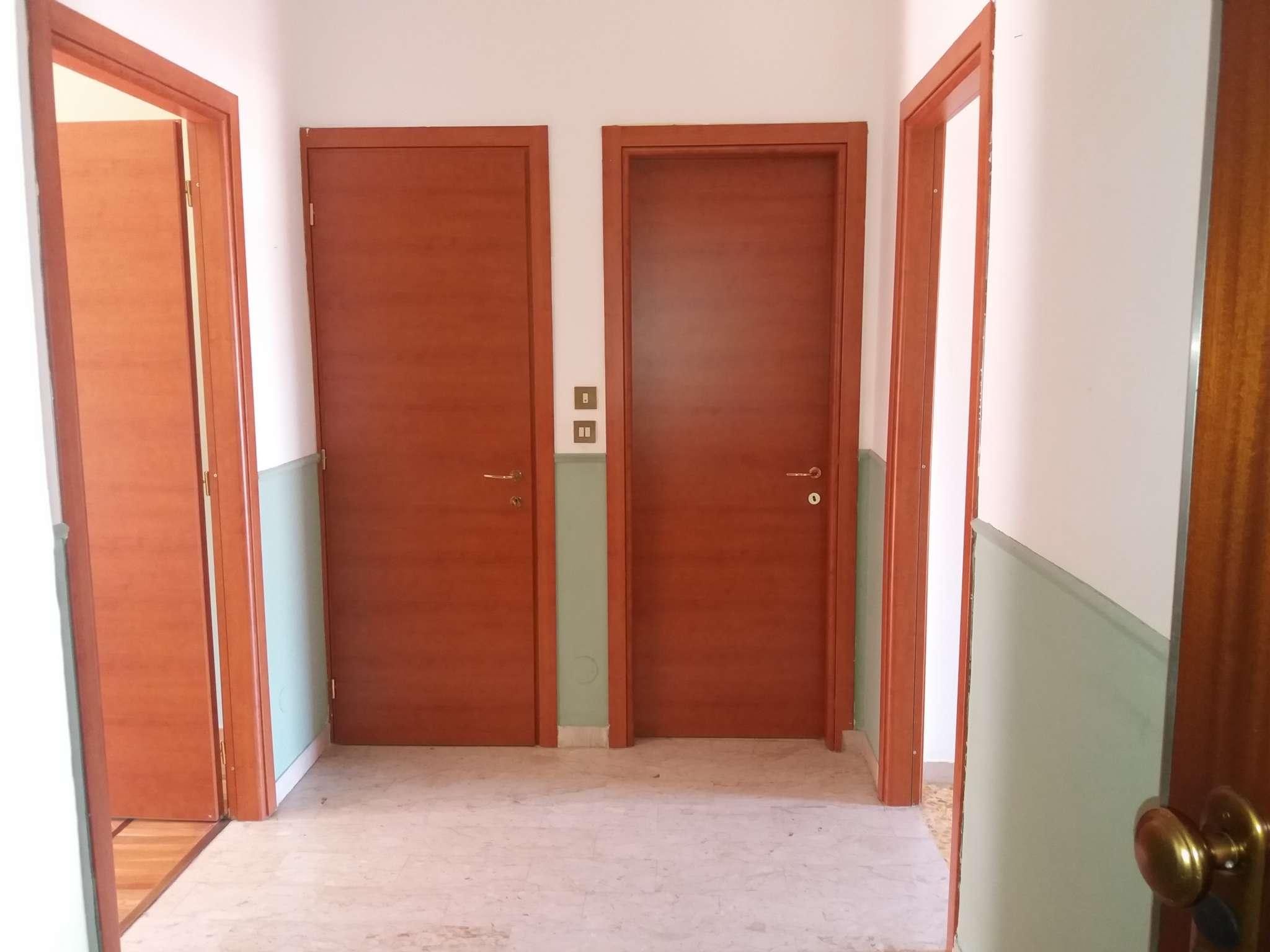 Carignano bilocale in affitto mq 55 piano alto comodo al centro