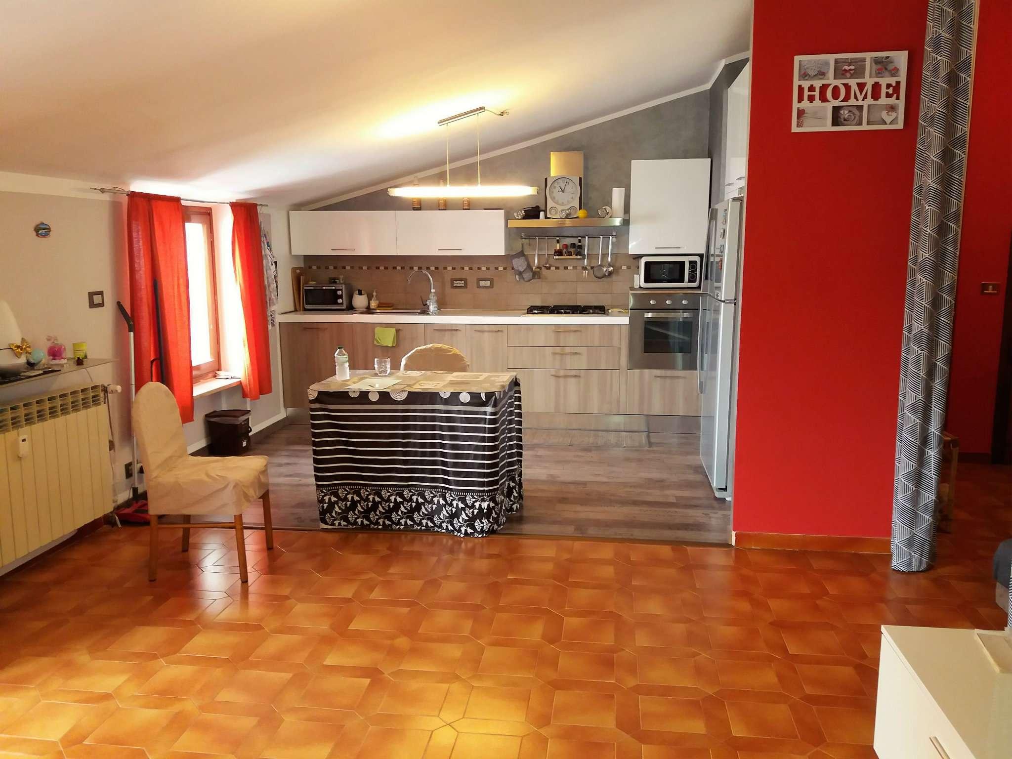 Appartamento in buone condizioni in vendita Rif. 7932449